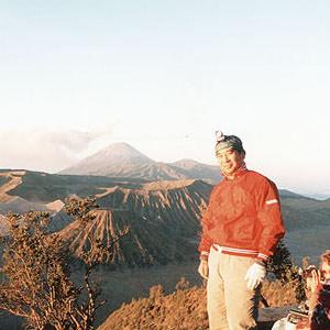 ブロモ山 登山