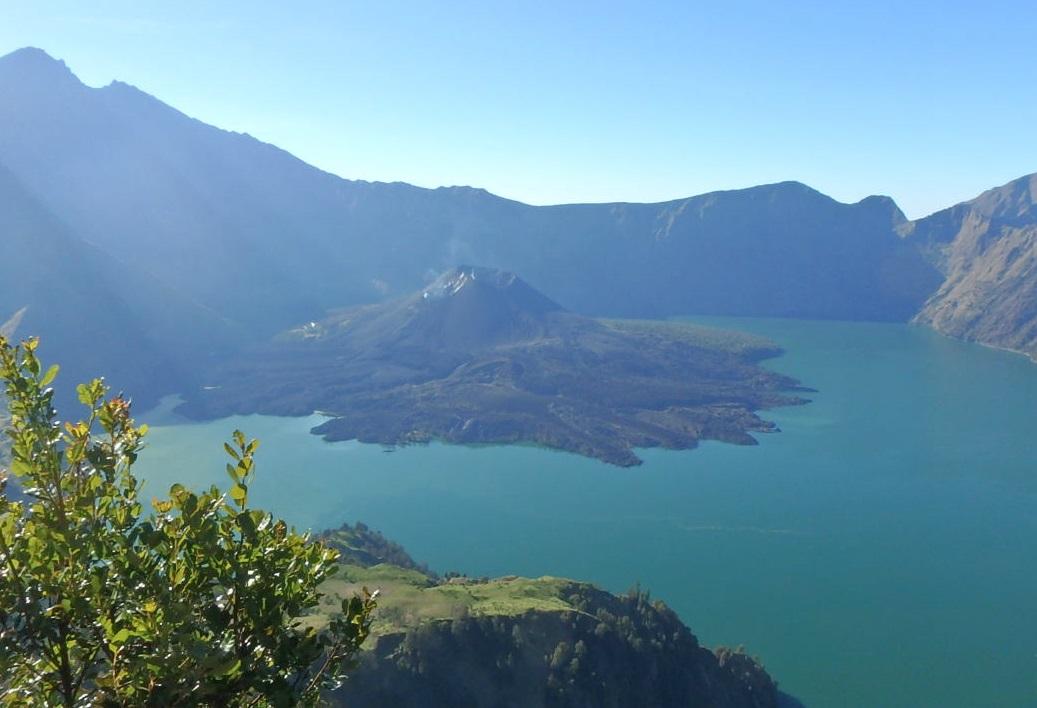 火山登山、インドネシアの山