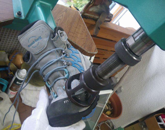 痛い靴の幅拡げ
