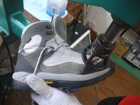 登山靴 幅拡げ 修理