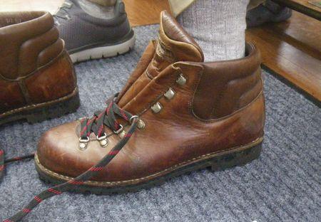 登山靴 サイズ調整 修理幅拡げ 出し縫い靴