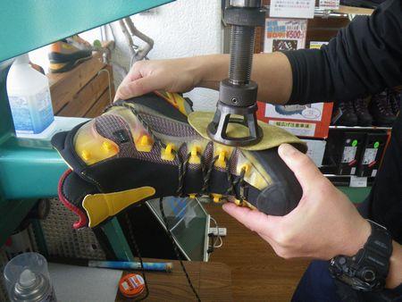 登山靴 サイズ調整 幅拡げ