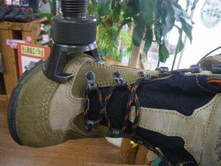登山靴 サイズ調整