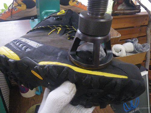 登山靴サイズ調整 幅拡げ 20年2・08